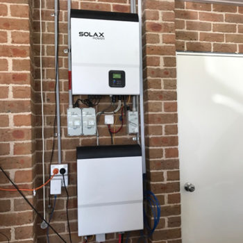 SolaX+SK-TL5000E+Hybrid+solar+battery+storage+inverter